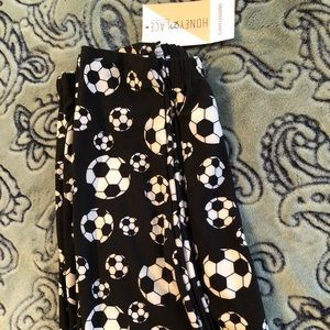 Honey and lace soccer curvy leggings new